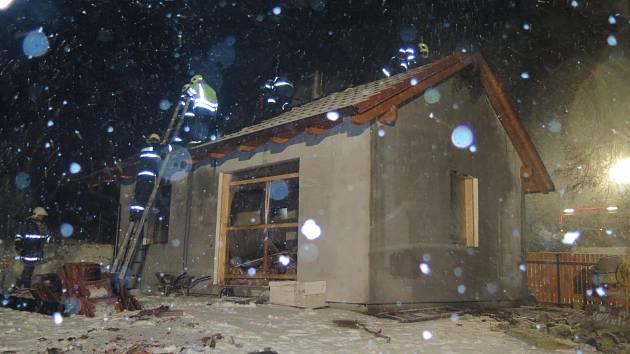 V Miroticích hořela chata.