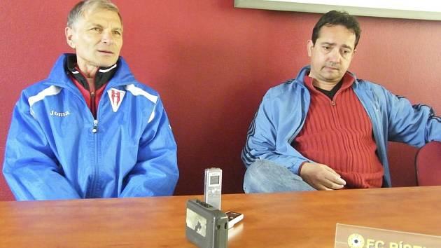 Zkušený trenér Václav Hradecký (vlevo) se po necelých třech letech vrací do třetí ligy, v níž povede Jirny.