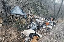 Provizorní příbytek, kde muž bydlel