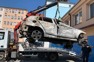 Ohořelý vrak vozu, který vrah zapálil u Protivína.