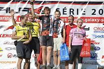 Na stupni nejvyšším v kategorii tandemů jsou vítězové Milan Kladívko a Marek Batysta z týmu Galaxy CykloŠvec.