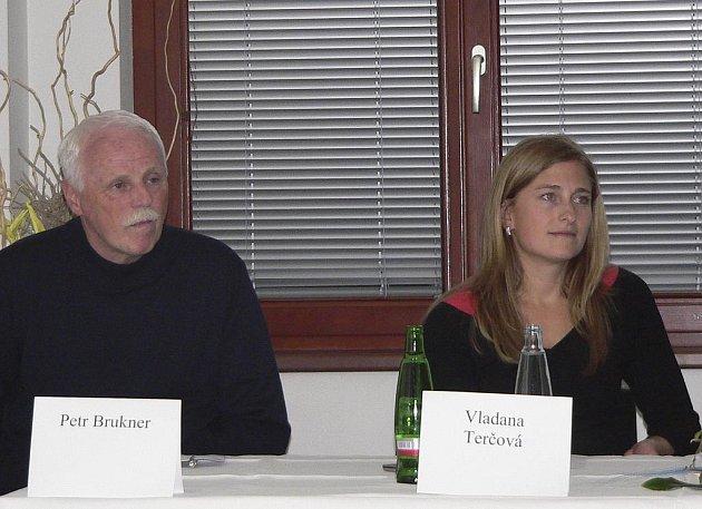 Na snímku je ředitelka Mezinárodního festivalu studentských filmů Vladana Terčová a  člen poroty, herec Petr Brukner.