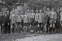 V lednu roku 1919 se konala ustavující schůze obnoveného klubu SK Písek. Na fotografii jsou členové SK Písek na jaře téhož roku. V dresech zleva: Hlídek, Skolek, Chramosta, Červinka, Taussig, Janda, Veselý, brankář Ptáček, Smotlacha, Kohn (alias Áron) a H