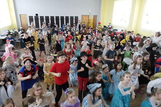 Karneval školní družiny na ZŠ E. Beneše v Písku.