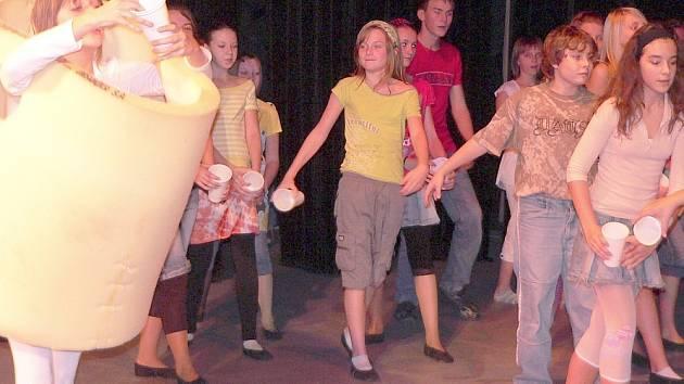 Premiéra  muzikálu Zdeňka Svěráka a Jaroslava Uhlíře by se měla uskutečnit  8. února 2008 a prezentace v divadle  naznačila, že diváci se mají na co těšit.