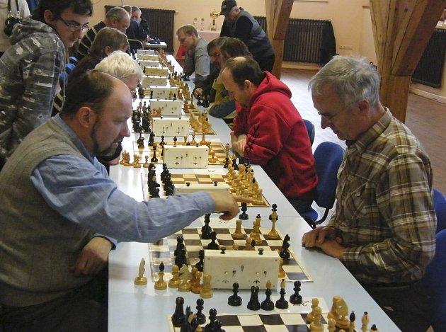 V utkání osmého kola I. šachové divize potvrdili hráči Písku B svoje postavení v popředí tabulky a zvítězili nad béčkem QCC České Budějovice 5,5:2,5.