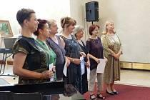 Absolventi Akademie umění a kultury vzdělávání III. věku převzali diplomy.