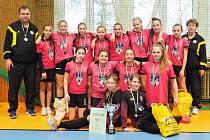 VÍTĚZNÝ TÝM. Mladší žačky Písku ovládly kvalitně obsazený turnaj v Praze.