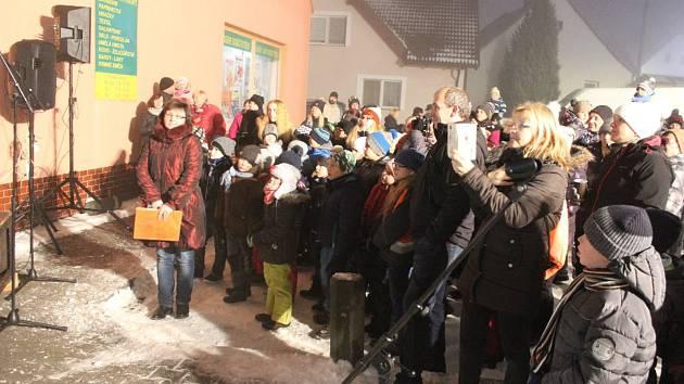 Rozsvěcení vánočního stromu v Chyškách.