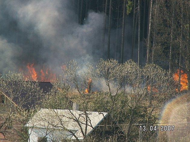 Varvažov, 13.4.2007 - tady se včasným zásahem podařilo lesnímu požáru zabránit.