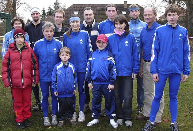 Na snímku je pořádající tým AC Čimelice, který v sobotu 6. 12. uspořádal jubilejní 30. ročník Mikulášského běhu.