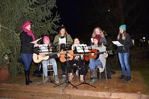 Rozsvěcení vánočního stromu v Bernarticích.