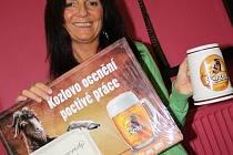 Šikovná květinářka Dagmar Kolingrová vyhrála pivo na rok zdarma.
