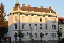 Milevsko, budova bývalé spořitelny, ve které sídlí íčko a Muzeum milevských maškar. Ilustrační foto