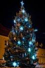 1. Vánoční strom na Velkém náměstí v Písku.