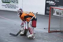 Hokejbalistům HC ŠD Písek se v úvodních dvou zápasech semifinále play off krajské ligy nedařilo, na hřišti soupeře prohráli s týmem TJ Stars Suché Vrbné 2:5 a 4:5.