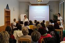 Zdravotní sestry pro sebe pořádají semináře.