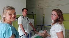 Účinkující. Zleva: Kateřina Martínková (maskérka), Petr Kužvart, Adámek Vodsloň, Jitka Ježková