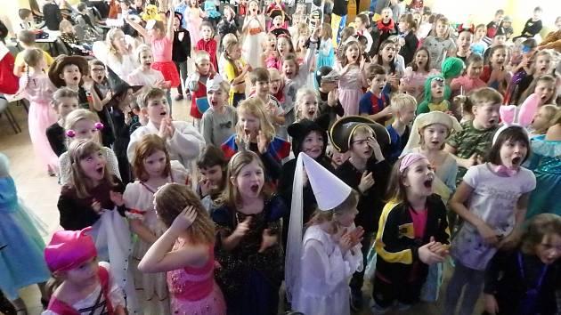 Družinový karneval na ZŠ E. Beneše v Písku.