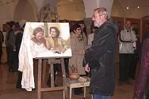 Snímek je vernisáže výstavy z tvorby F. R. Dragouna v  písecké Sladovně, která v neděli 8. listopadu končí.