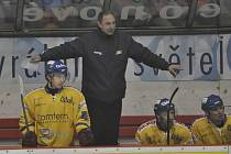 Takto dirigoval ze střídačky trenér Alois Chlustina své svěřence v nedávném jihočeském derby Tábor - Písek, ve kterém celek IHC zvítězil 4:2. Jak si dnes povedou písečtí hokejisté v Kadani?