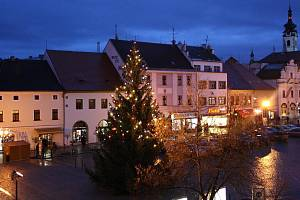 Vánoční stromek na Velkém náměstí Písek