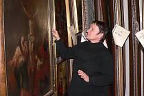 Ve sbírce výtvarného umění, o kterou se stará Irena Mašíková, je osm tisíc předmětů. Jde o malby, kresby, grafiky a plastiky od 17. století do současnosti.