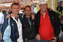 TRENÉR BRANKÁŘŮ. Karel Stromšík (vpravo) je na snímku společně s Michalem Drahorádem (vlevo) a Ladislavem Fujdiarem.