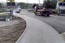 Železniční přejezd na Hradišti je opravený.