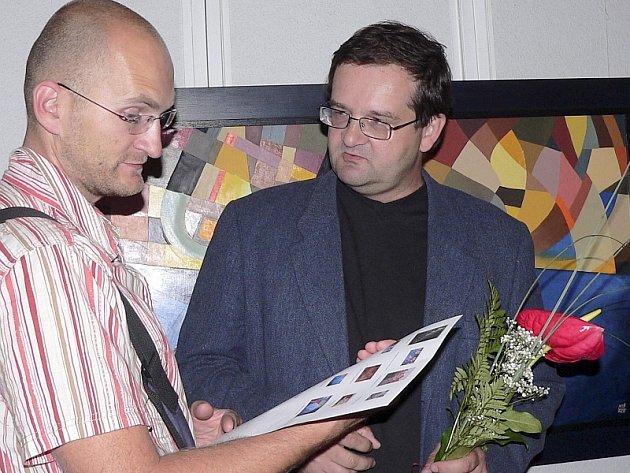 Z vernisáže výstavy. Vpravo Martin Třeštík.