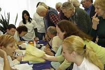 SENIOŘI. O přednášku, kterou pro důchodce připravila Zdravotně sociální fakulta JU, byl velký zájem.