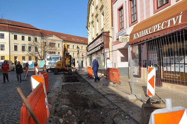Výměna plynovodu v Heydukově ulici a na Velkém náměstí v Písku.
