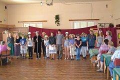 Dramatický kroužek při ZŠ Čimelice vystoupil Na Hvížďalce pro seniory.