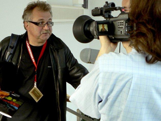 Hostem a členem poroty 8.Mezinárodního festivalu studentských filmů bude také polský režisér a kameraman Andrzej Wolf .