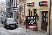 Poutač herny ve Šrámkově ulici.
