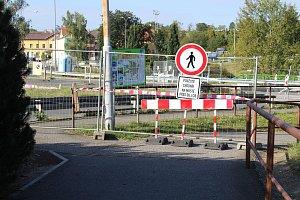 Oprava mostu komplikuje dopravu v Písku, a to nejen řidičům, ale i chodcům.