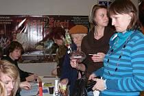 Vánoční prodejní výstava 2010 v píseckém kině Portyč