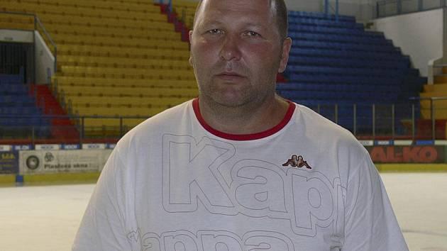 Rudolf Suchánek, trenér hokejistů IHC Komterm Písek, byl s vítězstvím 3:1 svého týmu v úvodním kole druhé ligy v Benešově spokojen.
