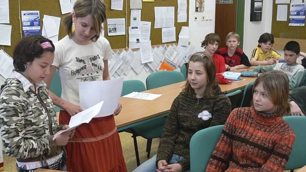 Deník tvoří noviny se školáky