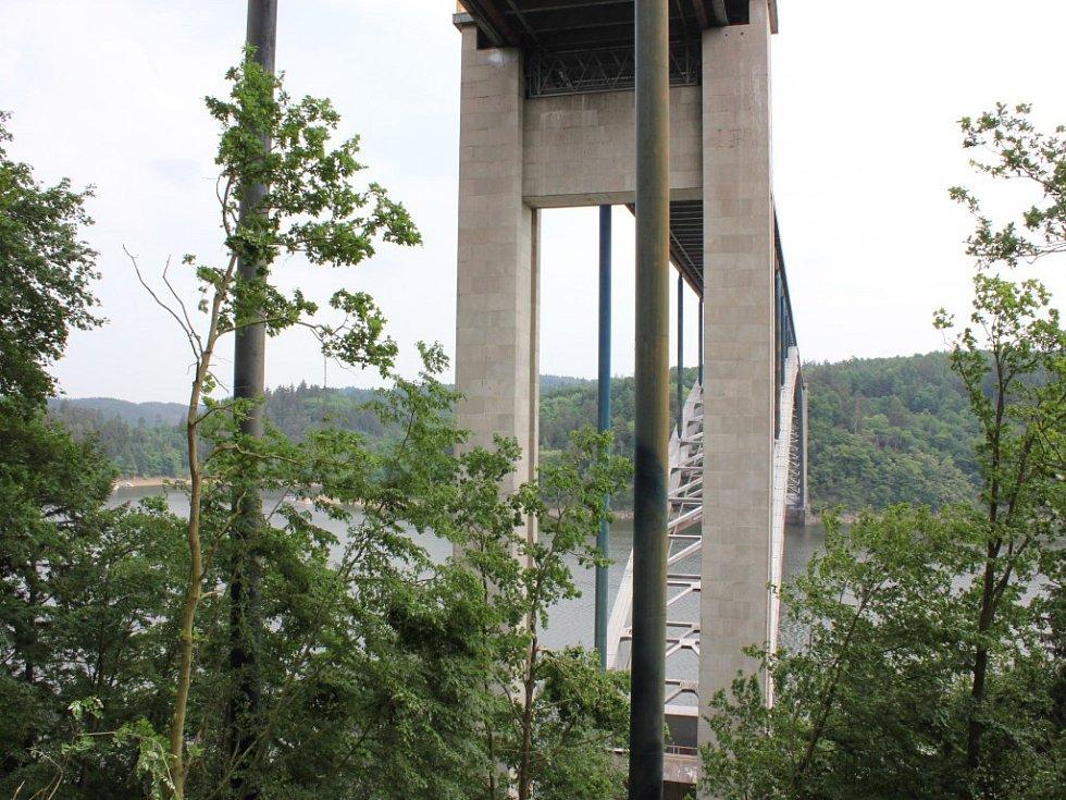 Začátek rekonstrukce Žďákovského mostu.