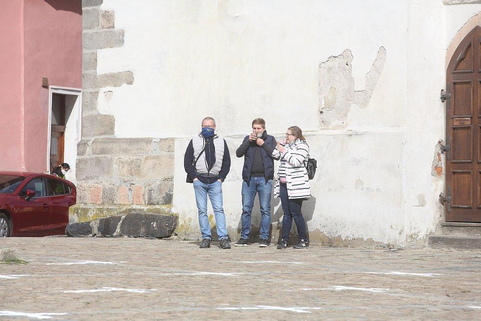 Série demonstrací proti covidovým opatřením a nouzovému stavu pokračovala v sobotu 27. 3. v Písku. Jejím svolavatelem byl Jiří Machač. Účastníků bylo poskrovnu.