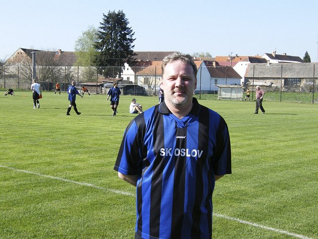 Petr Zajíček (na snímku) vstřelil dva góly svého týmu v nedělním zápase okresního fotbalového přeboru, ve kterém Oslov porazil béčko Čimelic 3:0.