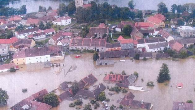 Putim zaplavená v roce 2002.