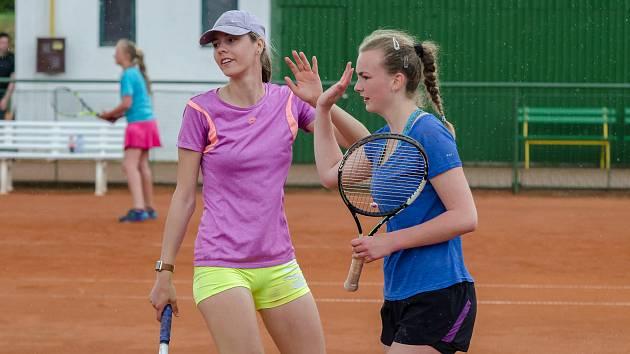 Tenistky TK Písek Kamila Neradová (vlevo) a Denisa Steinerová.