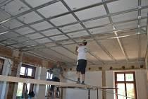Přestavba bytu školníka na třídu mateřské školy.