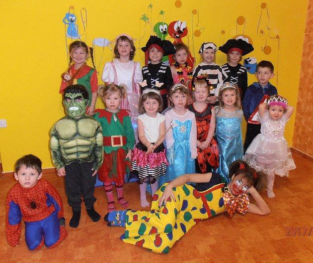 Ve středu  8.února se děti i paní učitelky z Mateřské školy Kostelec nad Vltavou převlékly  za masky a  tradiční  karneval mohl začít. Během celého dopoledne děti tancovaly, zpívaly a  předvedly svou zručnost i znalosti v zábavných disciplínách. Užili jsm