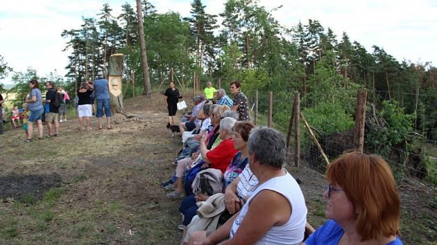 Slavnostní setkání na hoře Tábor u Nemějic s uctěním památky Mistra Jana Husa.
