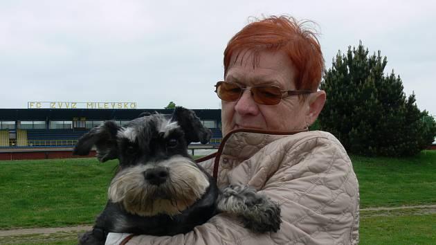 PEJSKAŘKA. Hana Melicharová ráda chodí s pejskem na delší procházky za město.