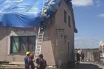 Písečtí hasiči se vrátili ze zpustošených oblastí na Moravě. Odklízení následků ničivého tornáda potrvá ještě týdny, možná měsíce.