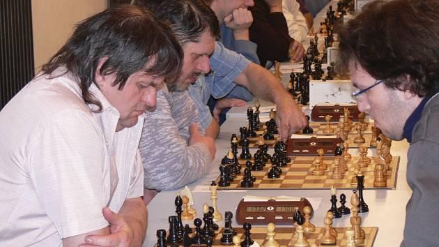 Šachisté ŠACHklubu Písek B zvítězili v utkání 1. divize v Sezimově Ústí nad místním Silonem 5,5:2,5.